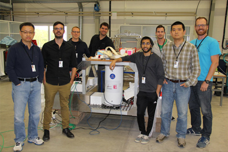 photo of a group of researchers with a large spectrometer which will go into the stratosphere tethered to a balloon
